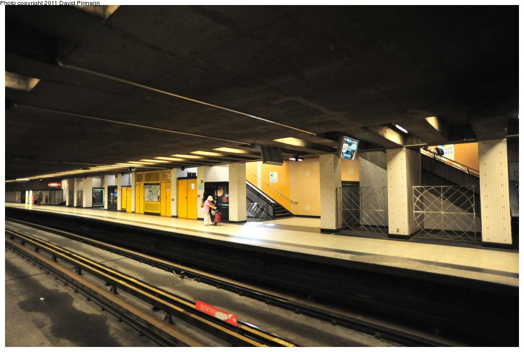 (290k, 1044x701)<br><b>Country:</b> Canada<br><b>City:</b> Montréal, Québec<br><b>System:</b> STM-Metro<br><b>Line:</b> STM Orange Line <br><b>Location:</b> Place-d'Armes <br><b>Photo by:</b> David Pirmann<br><b>Date:</b> 7/2/2011<br><b>Viewed (this week/total):</b> 1 / 270