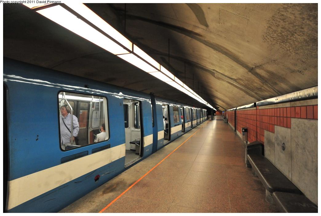 (320k, 1044x701)<br><b>Country:</b> Canada<br><b>City:</b> Montréal, Québec<br><b>System:</b> STM-Metro<br><b>Line:</b> STM Blue Line <br><b>Location:</b> Outremont <br><b>Photo by:</b> David Pirmann<br><b>Date:</b> 7/2/2011<br><b>Viewed (this week/total):</b> 2 / 354