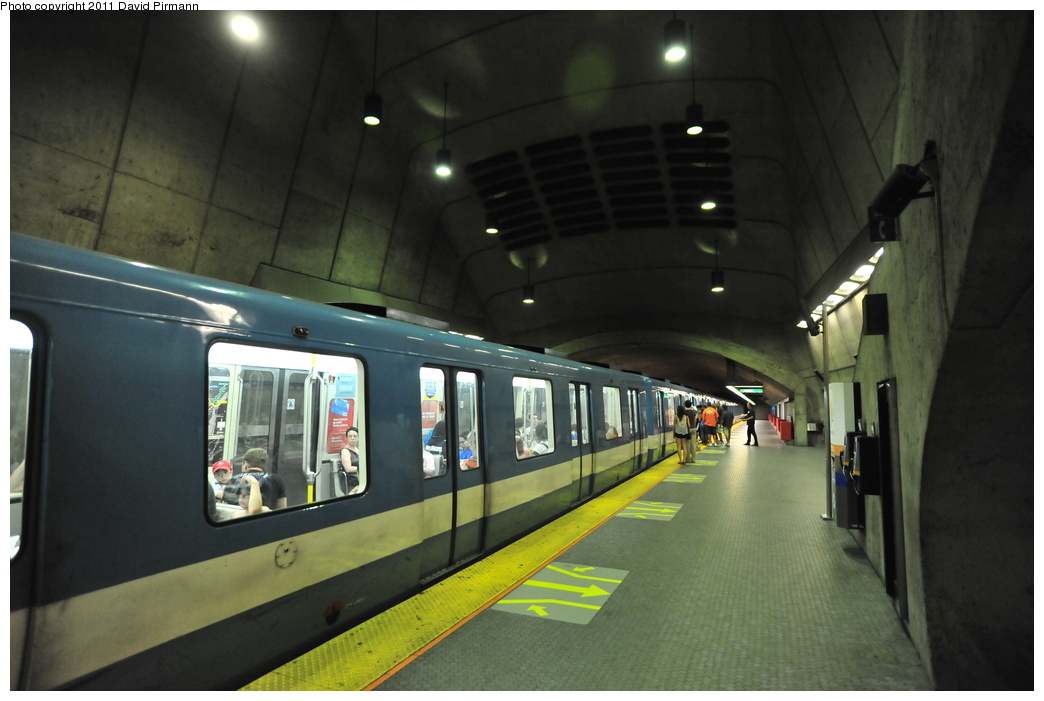 (282k, 1044x701)<br><b>Country:</b> Canada<br><b>City:</b> Montréal, Québec<br><b>System:</b> STM-Metro<br><b>Line:</b> STM Green Line <br><b>Location:</b> Radisson <br><b>Photo by:</b> David Pirmann<br><b>Date:</b> 7/2/2011<br><b>Viewed (this week/total):</b> 0 / 401