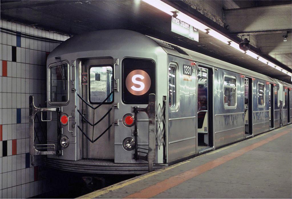 (243k, 1024x698)<br><b>Country:</b> United States<br><b>City:</b> New York<br><b>System:</b> New York City Transit<br><b>Line:</b> IRT Times Square-Grand Central Shuttle<br><b>Location:</b> Grand Central <br><b>Car:</b> R-62 (Kawasaki, 1983-1985)  1331 <br><b>Photo by:</b> Eric Oszustowicz<br><b>Collection of:</b> Joe Testagrose<br><b>Date:</b> 10/19/1987<br><b>Viewed (this week/total):</b> 6 / 2298