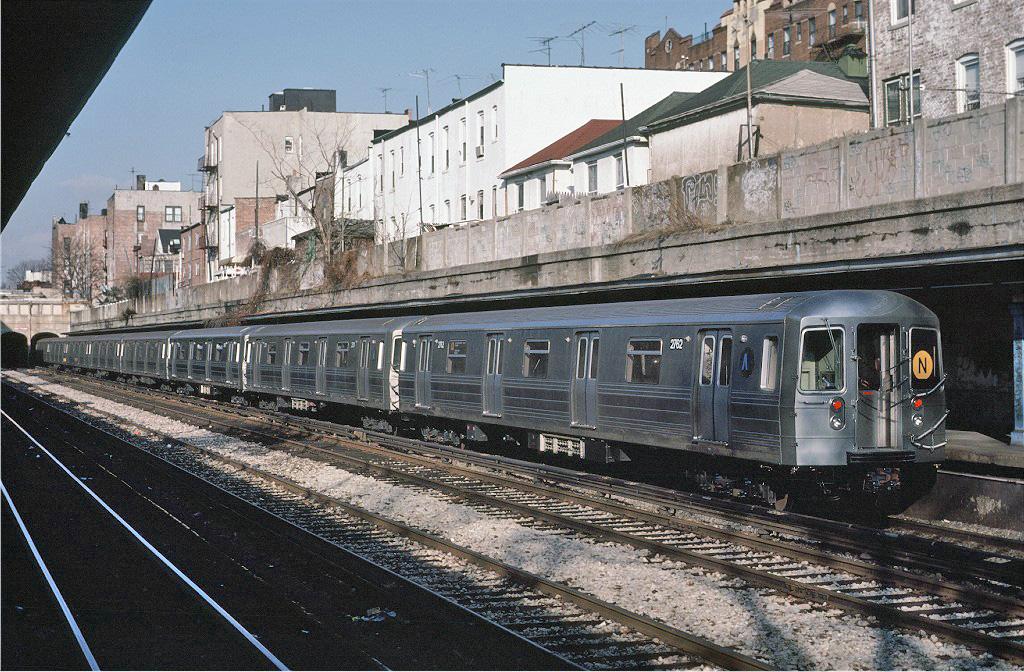 (349k, 1024x672)<br><b>Country:</b> United States<br><b>City:</b> New York<br><b>System:</b> New York City Transit<br><b>Line:</b> BMT Sea Beach Line<br><b>Location:</b> Bay Parkway (22nd Avenue) <br><b>Car:</b> R-68 (Westinghouse-Amrail, 1986-1988)  2762 <br><b>Photo by:</b> Eric Oszustowicz<br><b>Collection of:</b> Joe Testagrose<br><b>Date:</b> 12/12/1987<br><b>Viewed (this week/total):</b> 5 / 3170
