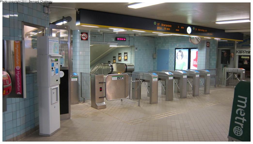(219k, 1044x594)<br><b>Country:</b> Sweden<br><b>City:</b> Stockholm<br><b>System:</b> Storstockholms Lokaltrafik<br><b>Line:</b> Tunnelbana Green Line<br><b>Location:</b> Hötorget<br><b>Photo by:</b> Bernard Chatreau<br><b>Date:</b> 9/16/2010<br><b>Viewed (this week/total):</b> 0 / 514