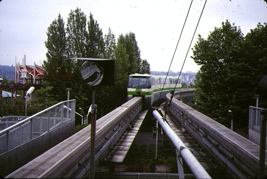 (116k, 850x570)<br><b>Country:</b> United States<br><b>City:</b> Seattle, WA<br><b>System:</b> Seattle Center Monorail<br><b>Photo by:</b> Bernard Chatreau<br><b>Date:</b> 7/1978<br><b>Viewed (this week/total):</b> 0 / 608