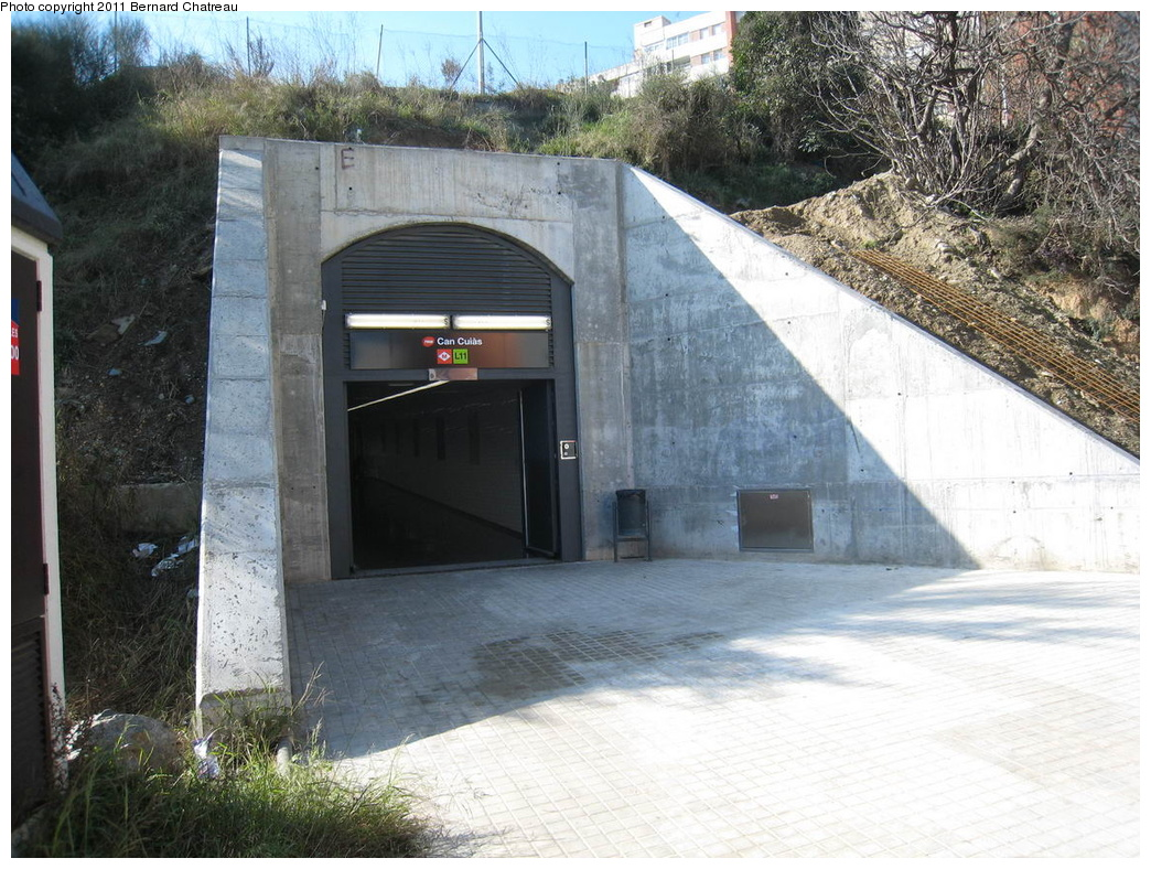 (365k, 1044x788)<br><b>Country:</b> Spain<br><b>City:</b> Barcelona<br><b>System:</b> Ferrocarril Metropolita de Barcelona (FMB)<br><b>Line:</b> FMB L11 (Trinitat Nova - Can Cuiàs)<br><b>Location:</b> Can Cuiàs (L11)<br><b>Photo by:</b> Bernard Chatreau<br><b>Date:</b> 2/23/2008<br><b>Viewed (this week/total):</b> 1 / 418