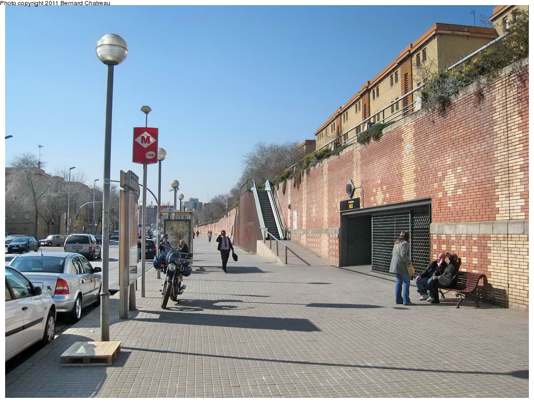 (358k, 1044x788)<br><b>Country:</b> Spain<br><b>City:</b> Barcelona<br><b>System:</b> Ferrocarril Metropolita de Barcelona (FMB)<br><b>Line:</b> FMB L4 (Trinitat Nova - La Pau)<br><b>Location:</b> Trinitat Nova (L4)<br><b>Photo by:</b> Bernard Chatreau<br><b>Date:</b> 2/23/2008<br><b>Viewed (this week/total):</b> 0 / 416