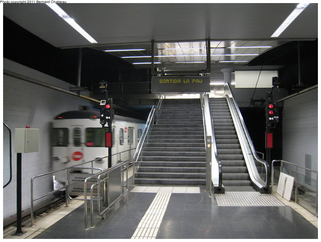 (268k, 1044x789)<br><b>Country:</b> Spain<br><b>City:</b> Barcelona<br><b>System:</b> Ferrocarril Metropolita de Barcelona (FMB)<br><b>Line:</b> FMB L4 (Trinitat Nova - La Pau)<br><b>Location:</b> Trinitat Nova (L4)<br><b>Photo by:</b> Bernard Chatreau<br><b>Date:</b> 2/23/2008<br><b>Viewed (this week/total):</b> 0 / 412