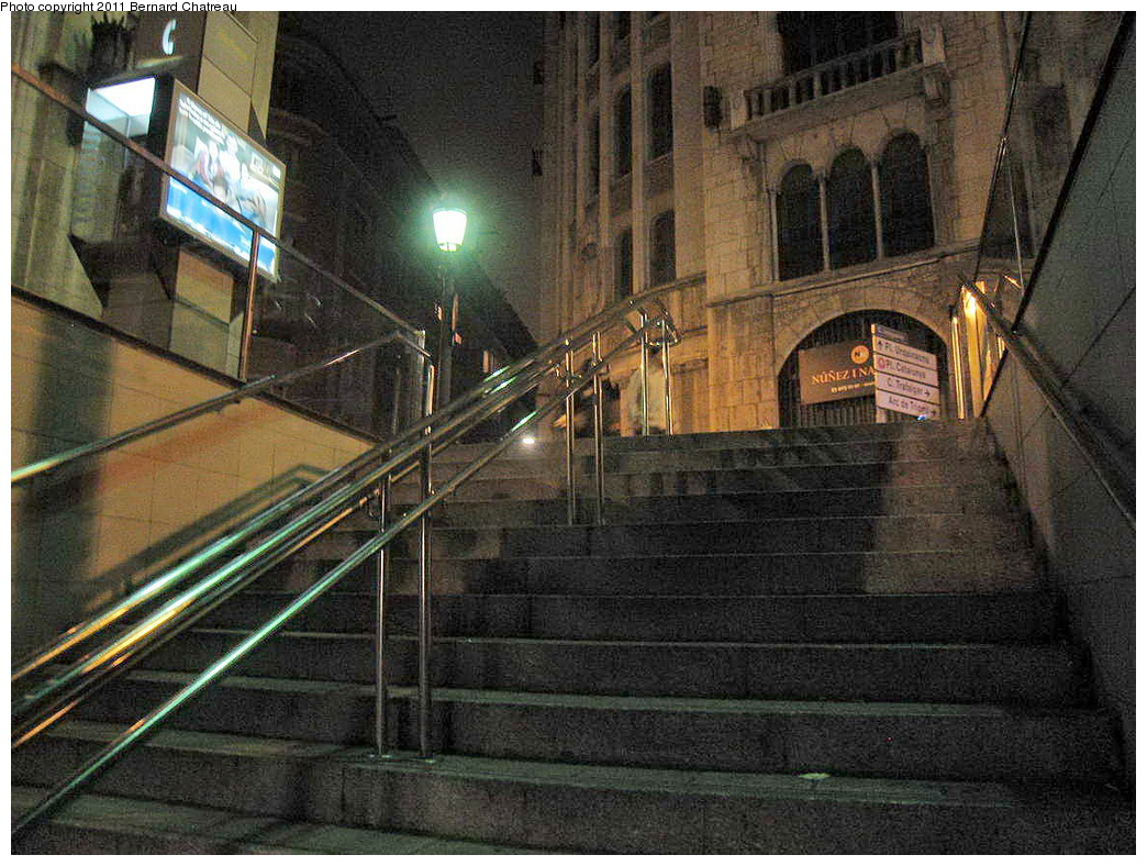 (392k, 1044x788)<br><b>Country:</b> Spain<br><b>City:</b> Barcelona<br><b>System:</b> Ferrocarril Metropolita de Barcelona (FMB)<br><b>Line:</b> FMB L4 (Trinitat Nova - La Pau)<br><b>Location:</b> Urquinaona (L4)<br><b>Photo by:</b> Bernard Chatreau<br><b>Date:</b> 2/23/2008<br><b>Viewed (this week/total):</b> 1 / 376