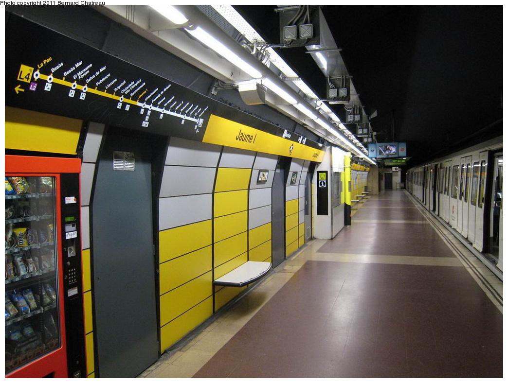(296k, 1044x788)<br><b>Country:</b> Spain<br><b>City:</b> Barcelona<br><b>System:</b> Ferrocarril Metropolita de Barcelona (FMB)<br><b>Line:</b> FMB L4 (Trinitat Nova - La Pau)<br><b>Location:</b> Jaume I (L4)<br><b>Photo by:</b> Bernard Chatreau<br><b>Date:</b> 2/23/2008<br><b>Viewed (this week/total):</b> 1 / 344