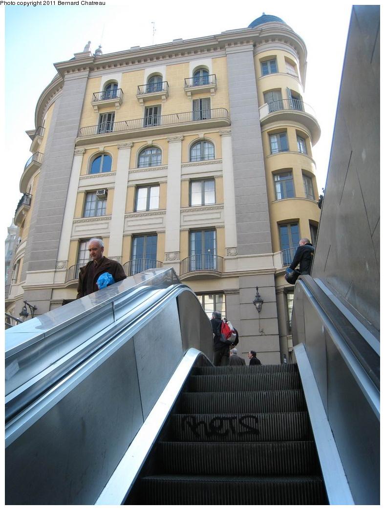 (295k, 788x1044)<br><b>Country:</b> Spain<br><b>City:</b> Barcelona<br><b>System:</b> Ferrocarril Metropolita de Barcelona (FMB)<br><b>Line:</b> FMB L4 (Trinitat Nova - La Pau)<br><b>Location:</b> Jaume I (L4)<br><b>Photo by:</b> Bernard Chatreau<br><b>Date:</b> 2/23/2008<br><b>Viewed (this week/total):</b> 1 / 395