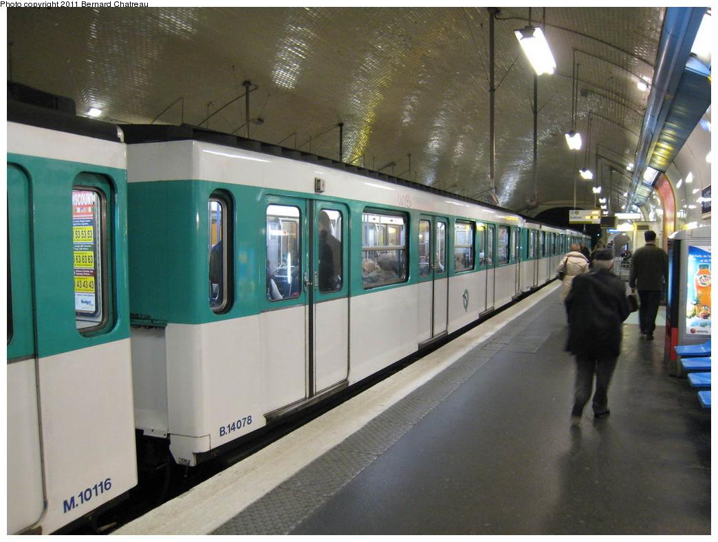 (296k, 1044x788)<br><b>Country:</b> France<br><b>City:</b> Paris<br><b>System:</b> RATP (Régie Autonome des Transports Parisiens)<br><b>Line:</b> Metro Ligne 3<br><b>Location:</b> Villiers<br><b>Car:</b> MF67 14078 <br><b>Photo by:</b> Bernard Chatreau<br><b>Date:</b> 2/14/2008<br><b>Viewed (this week/total):</b> 0 / 355