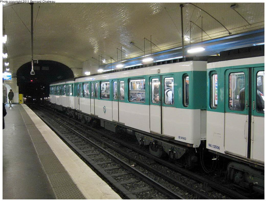 (343k, 1044x788)<br><b>Country:</b> France<br><b>City:</b> Paris<br><b>System:</b> RATP (Régie Autonome des Transports Parisiens)<br><b>Line:</b> Metro Ligne 3<br><b>Location:</b> Villiers<br><b>Car:</b> MF67 14143 <br><b>Photo by:</b> Bernard Chatreau<br><b>Date:</b> 2/14/2008<br><b>Viewed (this week/total):</b> 0 / 375