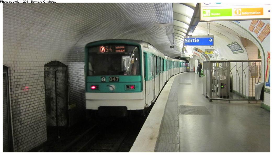 (232k, 1044x594)<br><b>Country:</b> France<br><b>City:</b> Paris<br><b>System:</b> RATP (Régie Autonome des Transports Parisiens)<br><b>Line:</b> Metro Ligne 12<br><b>Location:</b> Saint-Georges <br><b>Car:</b> MF67 9063 <br><b>Photo by:</b> Bernard Chatreau<br><b>Date:</b> 2/28/2011<br><b>Viewed (this week/total):</b> 0 / 396