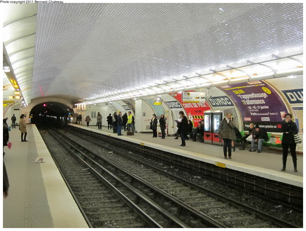 (331k, 1044x788)<br><b>Country:</b> France<br><b>City:</b> Paris<br><b>System:</b> RATP (Régie Autonome des Transports Parisiens)<br><b>Line:</b> Metro Ligne 10<br><b>Location:</b> Duroc <br><b>Photo by:</b> Bernard Chatreau<br><b>Date:</b> 1/14/2010<br><b>Viewed (this week/total):</b> 2 / 389
