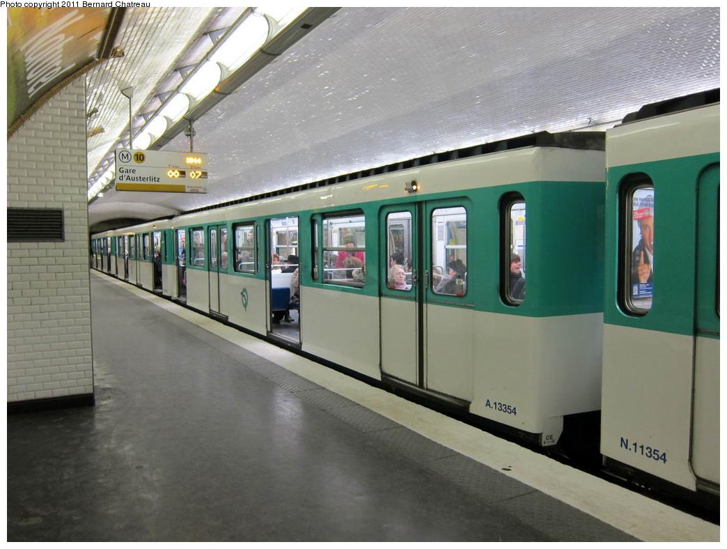 (279k, 1044x788)<br><b>Country:</b> France<br><b>City:</b> Paris<br><b>System:</b> RATP (Régie Autonome des Transports Parisiens)<br><b>Line:</b> Metro Ligne 10<br><b>Location:</b> Vaneau <br><b>Car:</b> MF67 13354 <br><b>Photo by:</b> Bernard Chatreau<br><b>Date:</b> 1/14/2010<br><b>Viewed (this week/total):</b> 0 / 370
