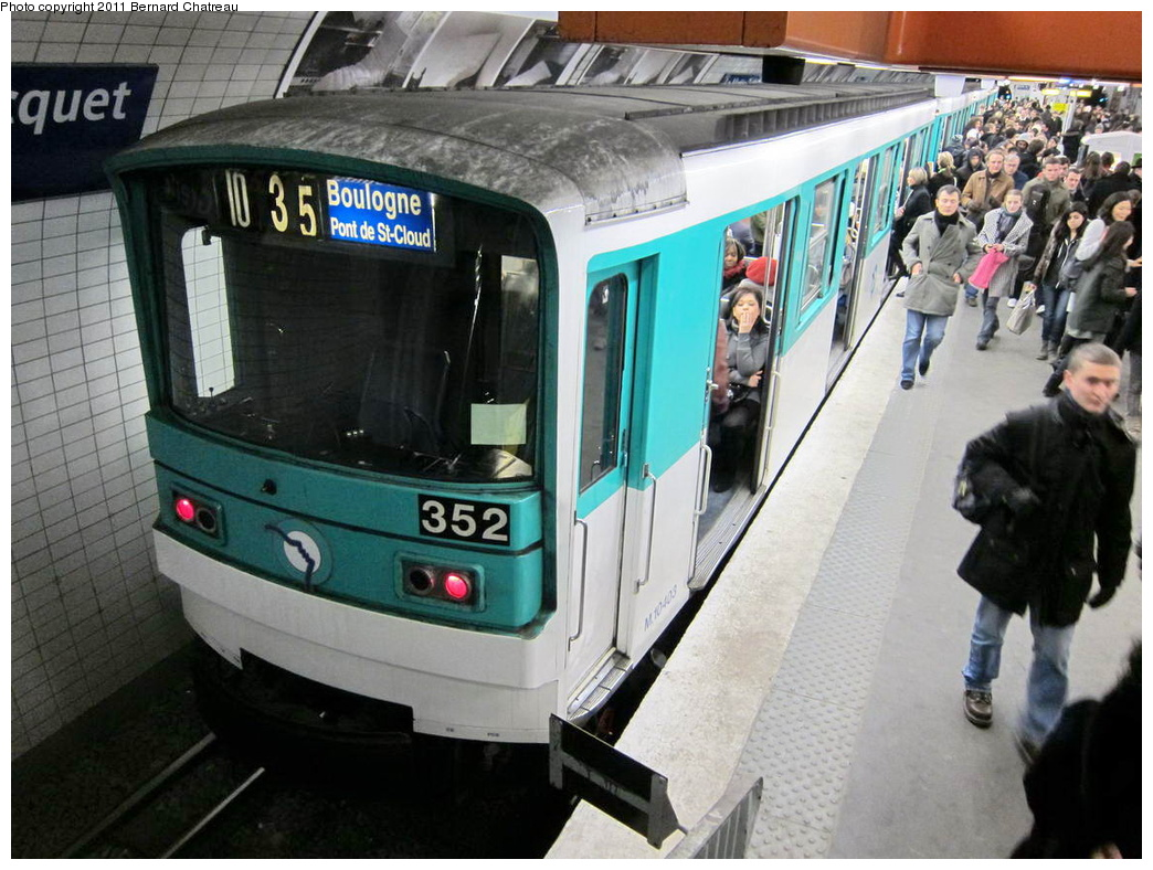 (321k, 1044x788)<br><b>Country:</b> France<br><b>City:</b> Paris<br><b>System:</b> RATP (Régie Autonome des Transports Parisiens)<br><b>Line:</b> Metro Ligne 10<br><b>Location:</b> La Motte-Picquet-Grenelle<br><b>Car:</b> MF67 10403 <br><b>Photo by:</b> Bernard Chatreau<br><b>Date:</b> 1/28/2010<br><b>Viewed (this week/total):</b> 0 / 397
