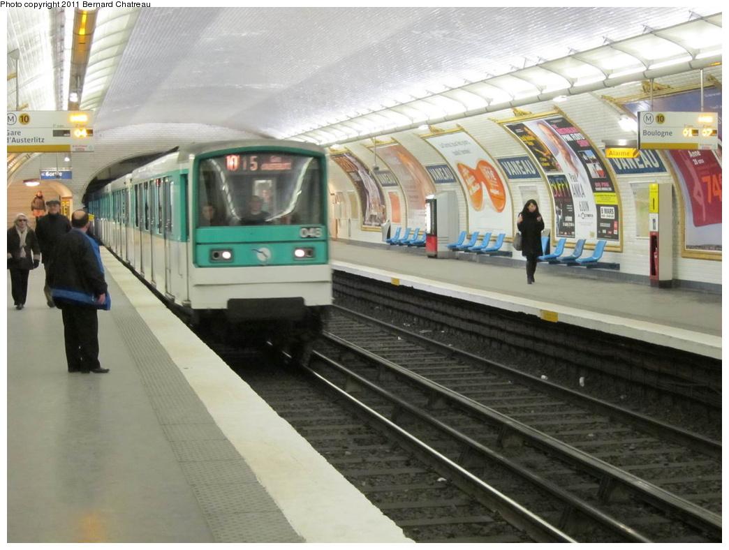 (284k, 1044x788)<br><b>Country:</b> France<br><b>City:</b> Paris<br><b>System:</b> RATP (Régie Autonome des Transports Parisiens)<br><b>Line:</b> Metro Ligne 10<br><b>Location:</b> Vaneau <br><b>Car:</b> MF67 9075 <br><b>Photo by:</b> Bernard Chatreau<br><b>Date:</b> 1/14/2010<br><b>Viewed (this week/total):</b> 0 / 416