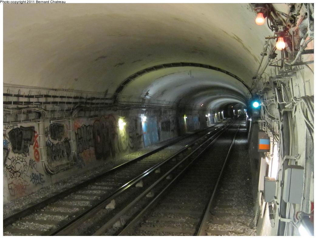 (273k, 1044x788)<br><b>Country:</b> France<br><b>City:</b> Paris<br><b>System:</b> RATP (Régie Autonome des Transports Parisiens)<br><b>Line:</b> Metro Ligne 10<br><b>Location:</b> Vaneau <br><b>Photo by:</b> Bernard Chatreau<br><b>Date:</b> 1/14/2010<br><b>Viewed (this week/total):</b> 1 / 461