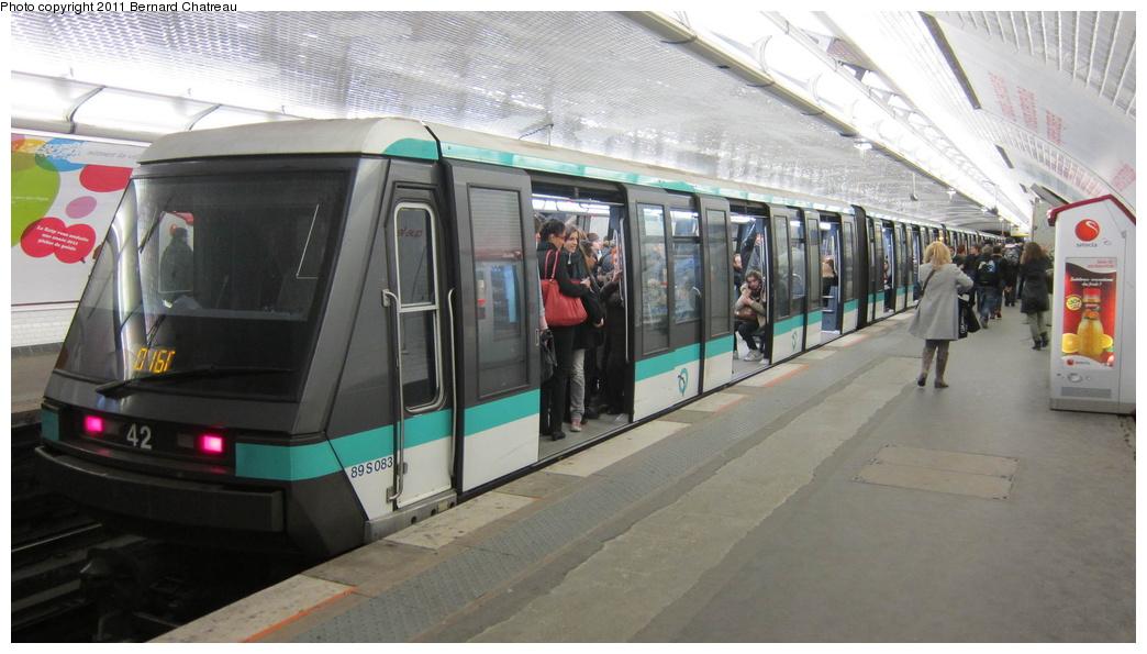 (240k, 1044x595)<br><b>Country:</b> France<br><b>City:</b> Paris<br><b>System:</b> RATP (Régie Autonome des Transports Parisiens)<br><b>Line:</b> Metro Ligne 1<br><b>Location:</b> Reuilly-Diderot <br><b>Car:</b> MP89 083 <br><b>Photo by:</b> Bernard Chatreau<br><b>Date:</b> 1/11/2011<br><b>Viewed (this week/total):</b> 0 / 336