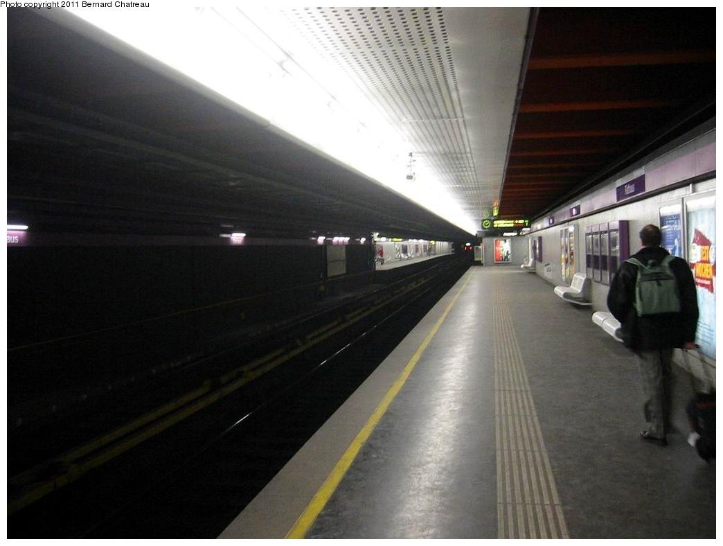(215k, 1044x788)<br><b>Country:</b> Austria<br><b>City:</b> Vienna<br><b>System:</b> Wiener Linien <br><b>Line:</b> U2 (Karlsplatz - Aspernstrasse) <br><b>Location:</b> Rathaus <br><b>Photo by:</b> Bernard Chatreau<br><b>Date:</b> 2/12/2006<br><b>Viewed (this week/total):</b> 0 / 459