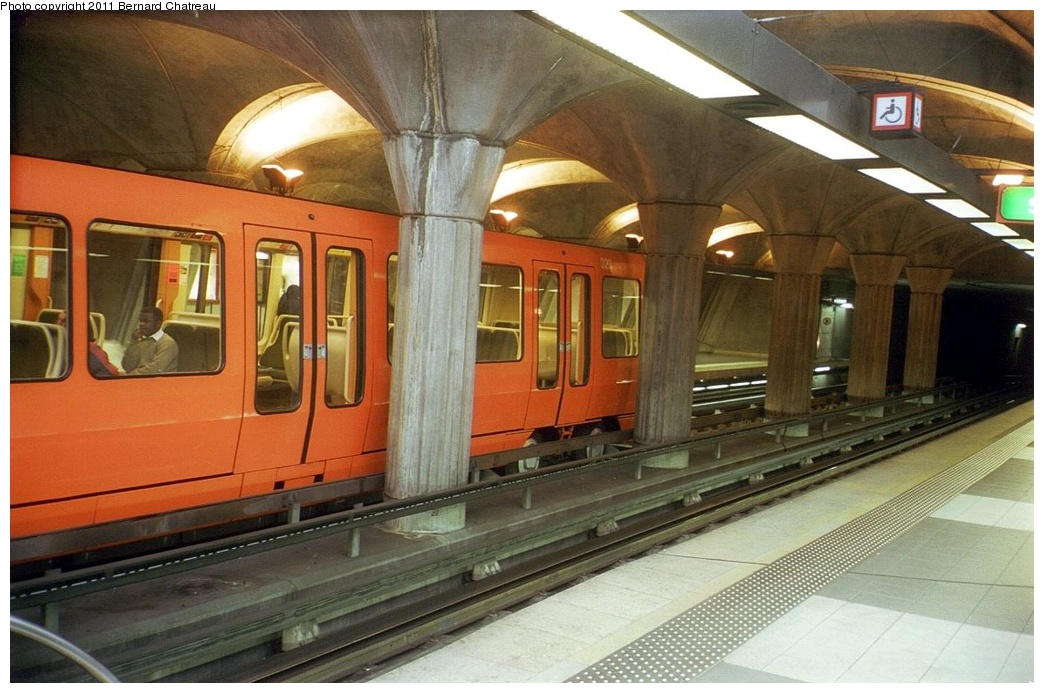 (267k, 1044x693)<br><b>Country:</b> France<br><b>City:</b> Lyon<br><b>System:</b> Transports en commun lyonnais (TCL)<br><b>Line:</b> Metro Ligne D <br><b>Location:</b> Parilly <br><b>Car:</b>  323 <br><b>Photo by:</b> Bernard Chatreau<br><b>Date:</b> 2/23/2003<br><b>Viewed (this week/total):</b> 0 / 357