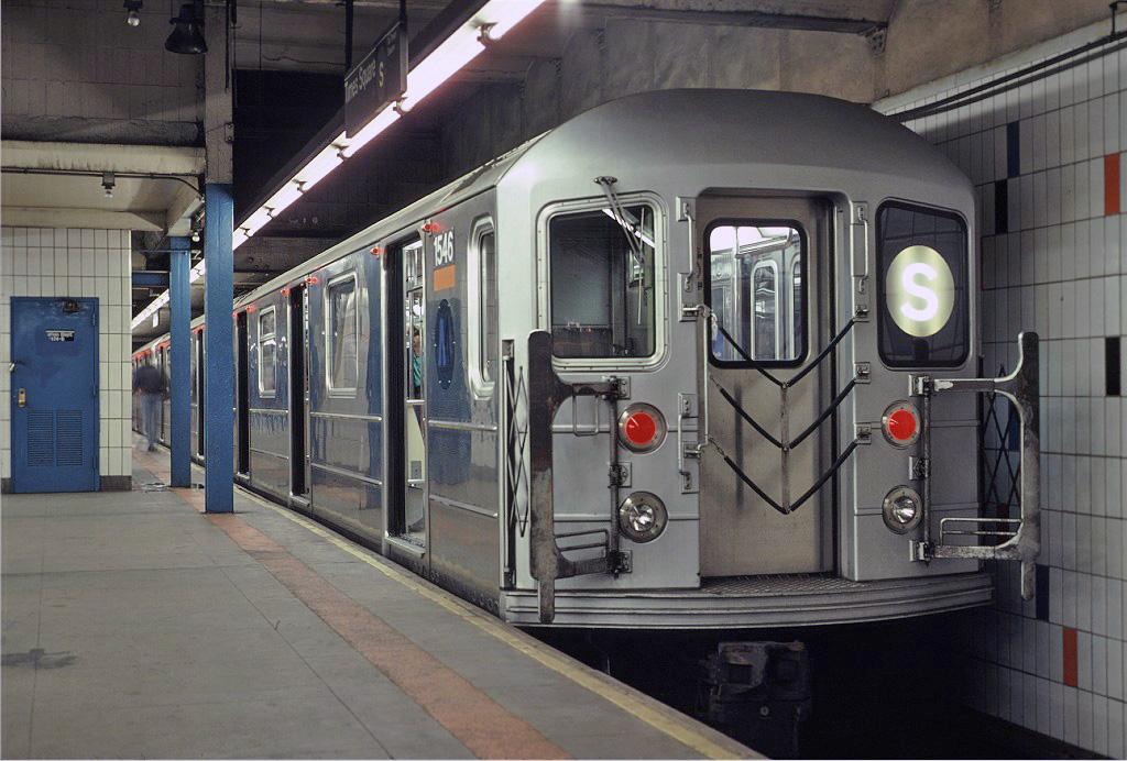 (248k, 1024x692)<br><b>Country:</b> United States<br><b>City:</b> New York<br><b>System:</b> New York City Transit<br><b>Line:</b> IRT Times Square-Grand Central Shuttle<br><b>Location:</b> Grand Central <br><b>Route:</b> S<br><b>Car:</b> R-62 (Kawasaki, 1983-1985)  1546 <br><b>Photo by:</b> Eric Oszustowicz<br><b>Collection of:</b> Joe Testagrose<br><b>Date:</b> 10/19/1987<br><b>Viewed (this week/total):</b> 0 / 1728