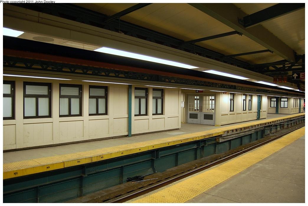 (317k, 1044x699)<br><b>Country:</b> United States<br><b>City:</b> New York<br><b>System:</b> New York City Transit<br><b>Line:</b> IRT Pelham Line<br><b>Location:</b> East 177th Street/Parkchester <br><b>Photo by:</b> John Dooley<br><b>Date:</b> 3/2/2011<br><b>Viewed (this week/total):</b> 0 / 1301
