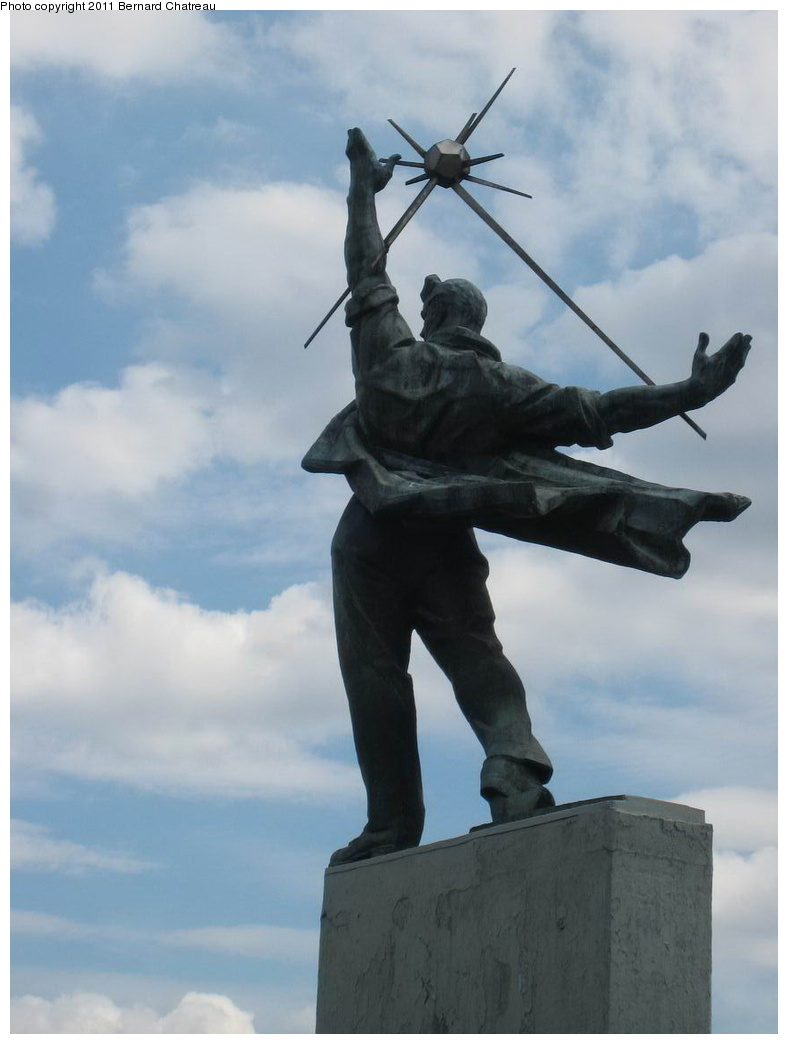 (179k, 788x1044)<br><b>Country:</b> Ukraine<br><b>City:</b> Kiev<br><b>System:</b> Kiev Metro - Київський метрополітен<br><b>Line:</b> Sviatoshynsko-Brovarska (Red/1) - Святошинсько-Броварська <br><b>Location:</b> Dnipro - Дніпро <br><b>Photo by:</b> Bernard Chatreau<br><b>Date:</b> 6/30/2007<br><b>Viewed (this week/total):</b> 0 / 211
