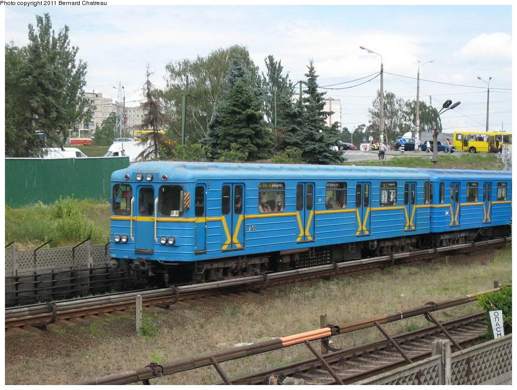 (384k, 1044x788)<br><b>Country:</b> Ukraine<br><b>City:</b> Kiev<br><b>System:</b> Kiev Metro - Київський метрополітен<br><b>Line:</b> Sviatoshynsko-Brovarska (Red/1) - Святошинсько-Броварська <br><b>Location:</b> Chernihivska - Чернігівська <br><b>Car:</b>  7195 <br><b>Photo by:</b> Bernard Chatreau<br><b>Date:</b> 7/2/2007<br><b>Viewed (this week/total):</b> 1 / 301