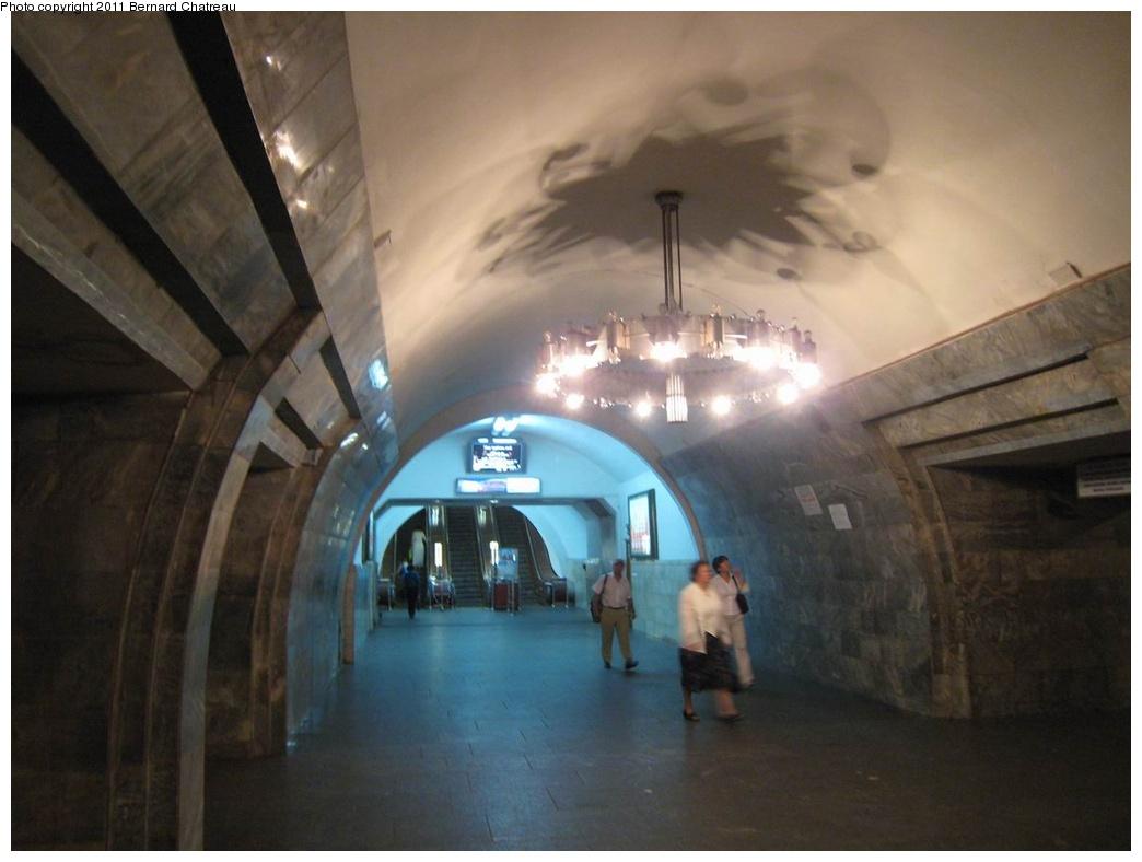 (202k, 1044x788)<br><b>Country:</b> Ukraine<br><b>City:</b> Kiev<br><b>System:</b> Kiev Metro - Київський метрополітен<br><b>Line:</b> Kurenivsko-Chervonoarmiyska (Blue/2) - Куренівсько-Червоноармійська <br><b>Location:</b> Olimpiiska - Олімпійська <br><b>Photo by:</b> Bernard Chatreau<br><b>Date:</b> 6/29/2007<br><b>Viewed (this week/total):</b> 0 / 407