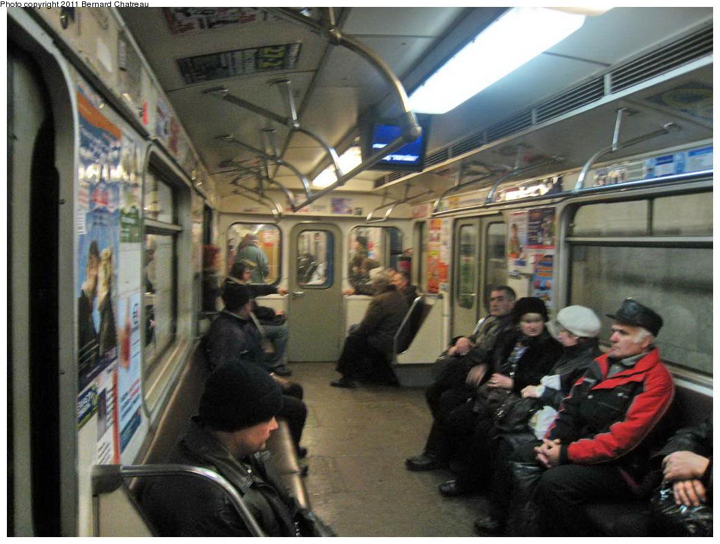 (314k, 1044x788)<br><b>Country:</b> Ukraine<br><b>City:</b> Kiev<br><b>System:</b> Kiev Metro - Київський метрополітен<br><b>Line:</b> Kurenivsko-Chervonoarmiyska (Blue/2) - Куренівсько-Червоноармійська <br><b>Location:</b> Palats 'Ukrayina' - Палац «Україна» <br><b>Photo by:</b> Bernard Chatreau<br><b>Date:</b> 2/20/2007<br><b>Viewed (this week/total):</b> 0 / 361