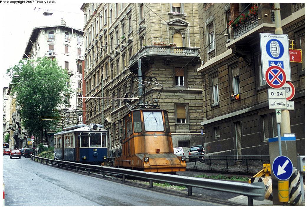 (322k, 1044x711)<br><b>Country:</b> Italy<br><b>City:</b> Trieste<br><b>System:</b> Opicina Tramway<br><b>Car:</b>  401 <br><b>Photo by:</b> Thierry Leleu<br><b>Date:</b> 3/8/2007<br><b>Notes:</b> Funicular unit getting ready to push the tram uphill.<br><b>Viewed (this week/total):</b> 5 / 682