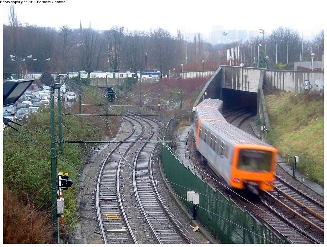 (356k, 1044x788)<br><b>Country:</b> Belgium<br><b>City:</b> Brussels<br><b>System:</b> STIB (Societé des Transports Intercommunaux de Bruxelles) <br><b>Line:</b> Metro 1A/1B <br><b>Location:</b> Heysel/Heizel (1A) <br><b>Photo by:</b> Bernard Chatreau<br><b>Date:</b> 2/12/2005<br><b>Viewed (this week/total):</b> 0 / 616