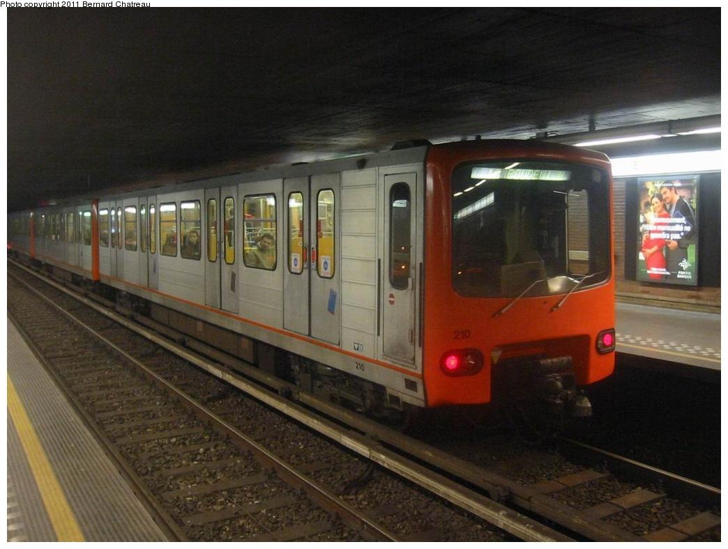 (250k, 1044x788)<br><b>Country:</b> Belgium<br><b>City:</b> Brussels<br><b>System:</b> STIB (Societé des Transports Intercommunaux de Bruxelles) <br><b>Line:</b> Metro 1A/1B <br><b>Location:</b> Sainte-Catherine/Sint-Katelijne (1A/1B) <br><b>Car:</b>  210 <br><b>Photo by:</b> Bernard Chatreau<br><b>Date:</b> 2/12/2005<br><b>Viewed (this week/total):</b> 0 / 304
