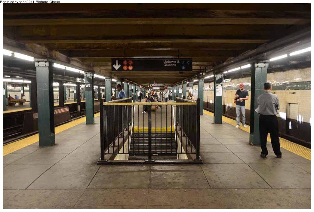 (293k, 1044x705)<br><b>Country:</b> United States<br><b>City:</b> New York<br><b>System:</b> New York City Transit<br><b>Line:</b> IND 8th Avenue Line<br><b>Location:</b> West 4th Street/Washington Square <br><b>Photo by:</b> Richard Chase<br><b>Date:</b> 7/14/2011<br><b>Notes:</b> Upper level<br><b>Viewed (this week/total):</b> 0 / 1247