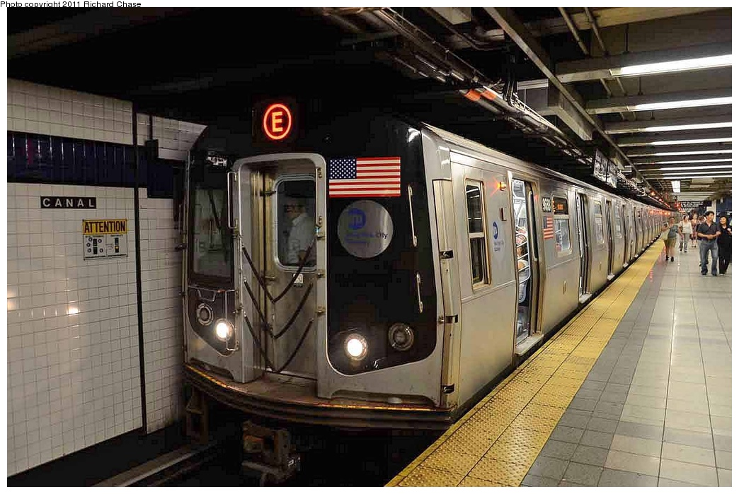 (289k, 1044x699)<br><b>Country:</b> United States<br><b>City:</b> New York<br><b>System:</b> New York City Transit<br><b>Line:</b> IND 8th Avenue Line<br><b>Location:</b> Canal Street-Holland Tunnel <br><b>Route:</b> E<br><b>Car:</b> R-160A (Option 2) (Alstom, 2009, 5-car sets)   <br><b>Photo by:</b> Richard Chase<br><b>Date:</b> 7/14/2011<br><b>Viewed (this week/total):</b> 0 / 1339
