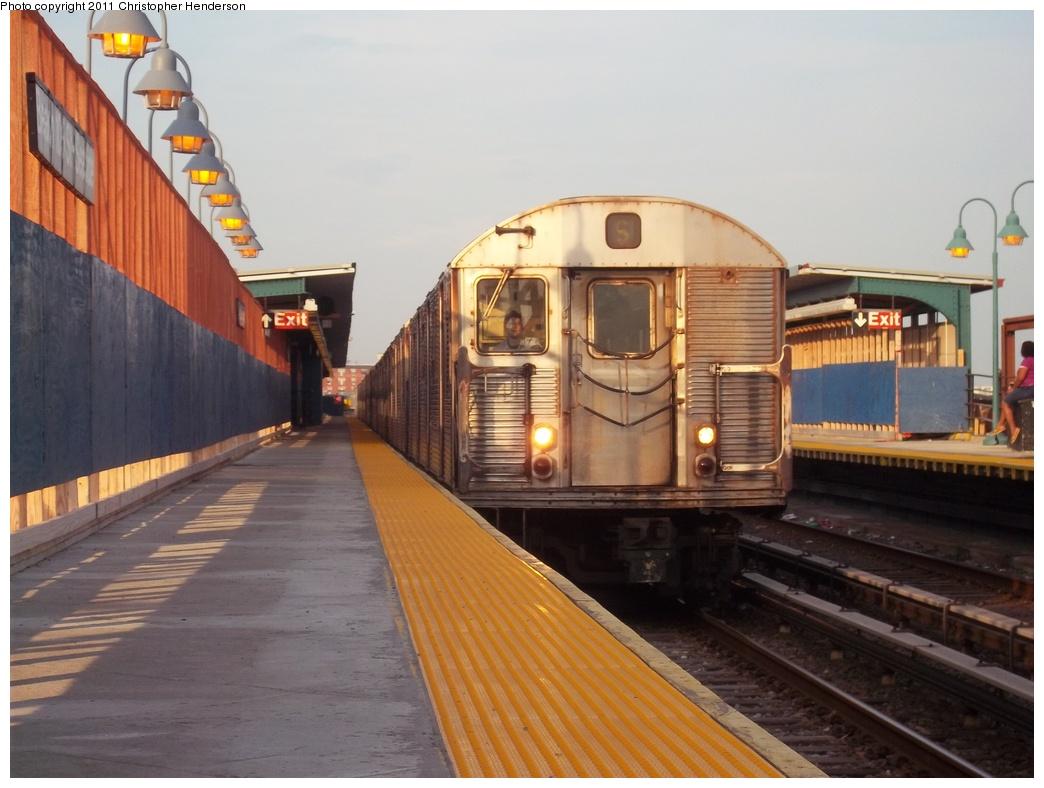 (286k, 1044x788)<br><b>Country:</b> United States<br><b>City:</b> New York<br><b>System:</b> New York City Transit<br><b>Line:</b> IND Rockaway<br><b>Location:</b> Beach 105th Street/Seaside <br><b>Route:</b> H<br><b>Car:</b> R-32 (Budd, 1964)  3426 <br><b>Photo by:</b> Christopher Henderson<br><b>Date:</b> 7/22/2011<br><b>Viewed (this week/total):</b> 2 / 1285