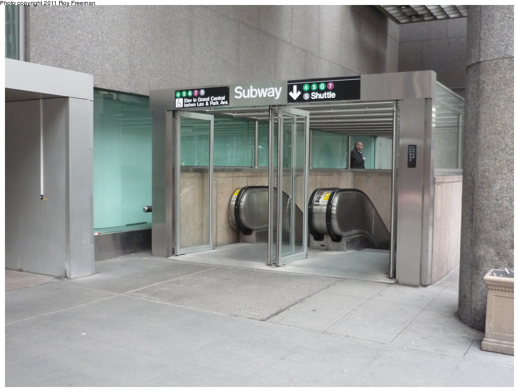 (267k, 1044x788)<br><b>Country:</b> United States<br><b>City:</b> New York<br><b>System:</b> New York City Transit<br><b>Line:</b> IRT East Side Line<br><b>Location:</b> Grand Central <br><b>Photo by:</b> Roy Freeman<br><b>Date:</b> 4/4/2011<br><b>Notes:</b> Station entrance.<br><b>Viewed (this week/total):</b> 4 / 1072