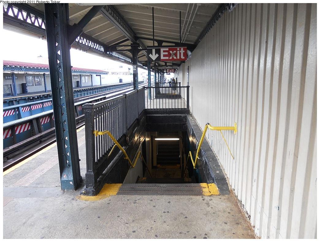 (373k, 1044x788)<br><b>Country:</b> United States<br><b>City:</b> New York<br><b>System:</b> New York City Transit<br><b>Line:</b> BMT Astoria Line<br><b>Location:</b> 39th/Beebe Aves. <br><b>Photo by:</b> Roberto C. Tobar<br><b>Date:</b> 7/15/2011<br><b>Viewed (this week/total):</b> 0 / 1122