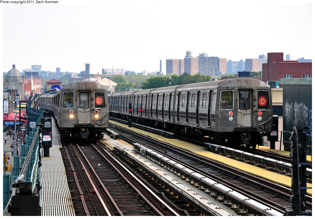(399k, 1044x728)<br><b>Country:</b> United States<br><b>City:</b> New York<br><b>System:</b> New York City Transit<br><b>Line:</b> BMT West End Line<br><b>Location:</b> 20th Avenue <br><b>Route:</b> D<br><b>Car:</b> R-68 (Westinghouse-Amrail, 1986-1988)  2556/2582 <br><b>Photo by:</b> Zach Summer<br><b>Date:</b> 7/22/2011<br><b>Viewed (this week/total):</b> 3 / 1172