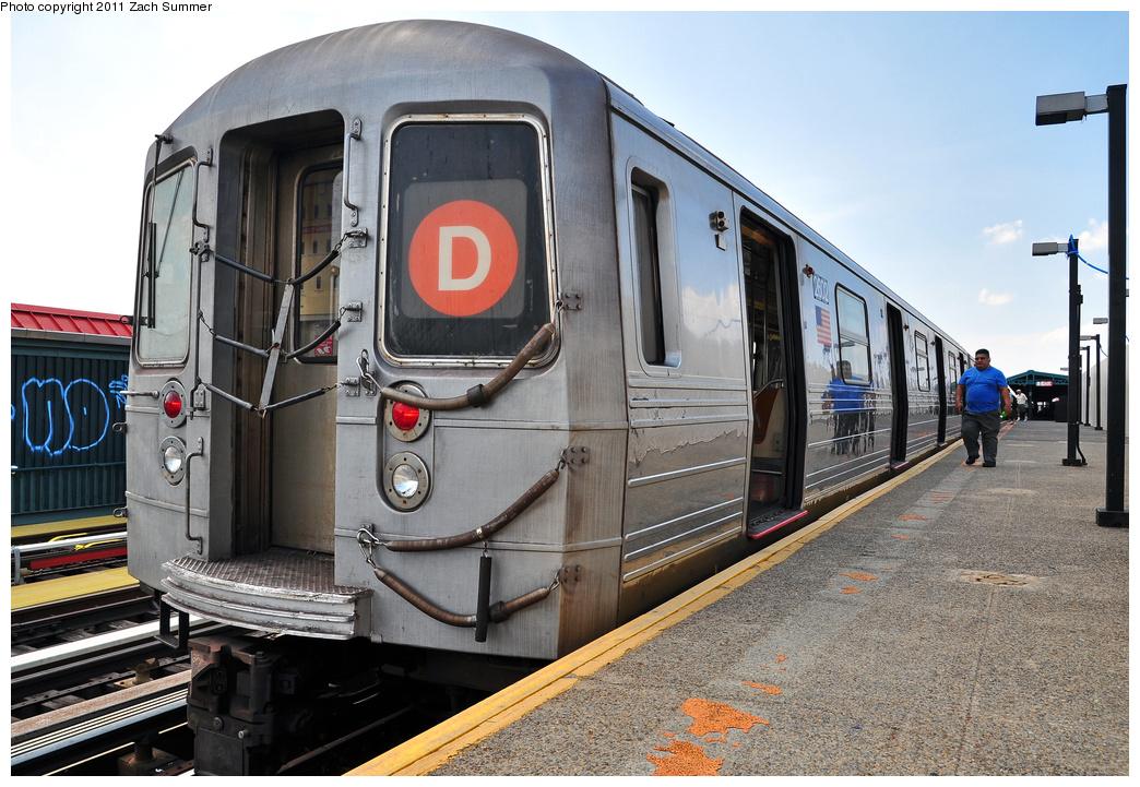 (397k, 1044x721)<br><b>Country:</b> United States<br><b>City:</b> New York<br><b>System:</b> New York City Transit<br><b>Line:</b> BMT West End Line<br><b>Location:</b> 20th Avenue <br><b>Route:</b> D<br><b>Car:</b> R-68 (Westinghouse-Amrail, 1986-1988)  2602 <br><b>Photo by:</b> Zach Summer<br><b>Date:</b> 7/22/2011<br><b>Notes:</b> Repainted end bonnet<br><b>Viewed (this week/total):</b> 0 / 881