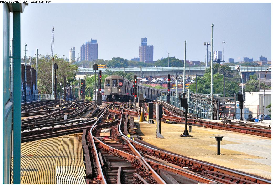 (516k, 1044x711)<br><b>Country:</b> United States<br><b>City:</b> New York<br><b>System:</b> New York City Transit<br><b>Location:</b> Coney Island/Stillwell Avenue<br><b>Route:</b> D<br><b>Car:</b> R-68 (Westinghouse-Amrail, 1986-1988)  2662 <br><b>Photo by:</b> Zach Summer<br><b>Date:</b> 7/22/2011<br><b>Viewed (this week/total):</b> 2 / 1034
