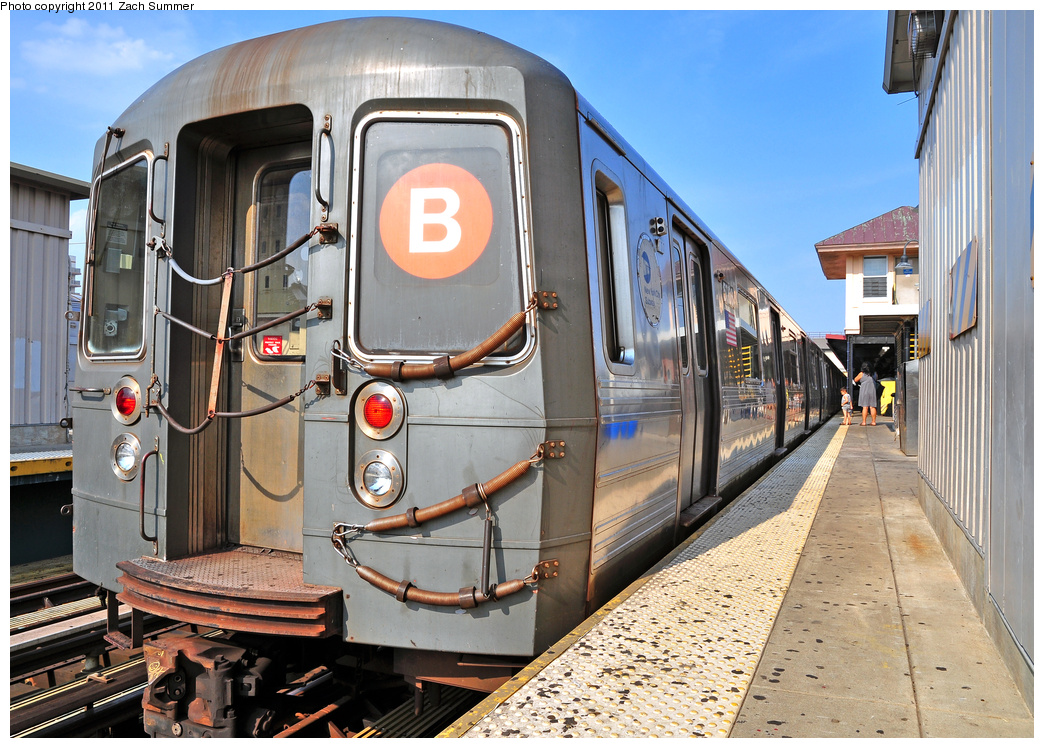 (450k, 1044x748)<br><b>Country:</b> United States<br><b>City:</b> New York<br><b>System:</b> New York City Transit<br><b>Line:</b> BMT Brighton Line<br><b>Location:</b> Brighton Beach <br><b>Route:</b> B<br><b>Car:</b> R-68A (Kawasaki, 1988-1989)  5006 <br><b>Photo by:</b> Zach Summer<br><b>Date:</b> 7/22/2011<br><b>Viewed (this week/total):</b> 0 / 942