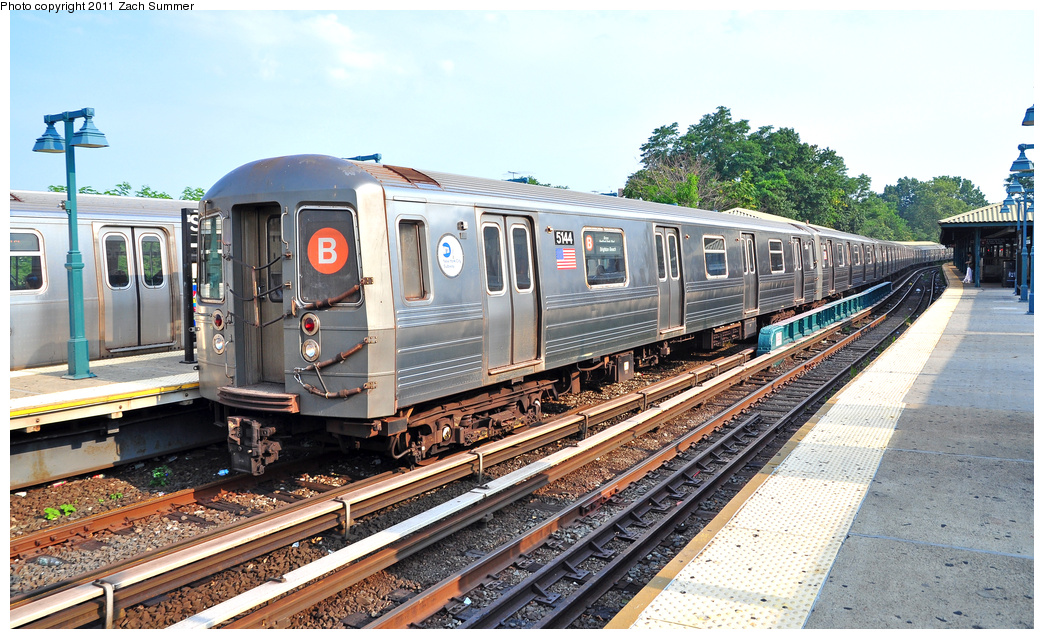 (424k, 1044x639)<br><b>Country:</b> United States<br><b>City:</b> New York<br><b>System:</b> New York City Transit<br><b>Line:</b> BMT Brighton Line<br><b>Location:</b> Sheepshead Bay <br><b>Route:</b> B<br><b>Car:</b> R-68A (Kawasaki, 1988-1989)  5144 <br><b>Photo by:</b> Zach Summer<br><b>Date:</b> 7/22/2011<br><b>Viewed (this week/total):</b> 2 / 1403