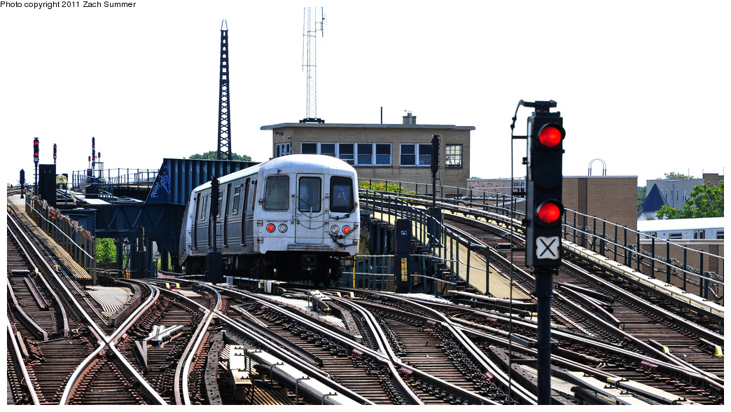 (352k, 1044x588)<br><b>Country:</b> United States<br><b>City:</b> New York<br><b>System:</b> New York City Transit<br><b>Line:</b> IND Fulton Street Line<br><b>Location:</b> Rockaway Boulevard <br><b>Route:</b> A<br><b>Car:</b> R-46 (Pullman-Standard, 1974-75) 6178 <br><b>Photo by:</b> Zach Summer<br><b>Date:</b> 7/23/2011<br><b>Viewed (this week/total):</b> 5 / 1165