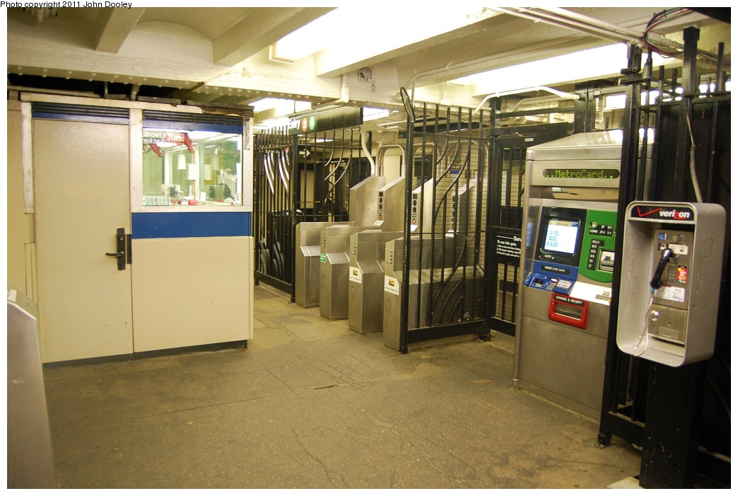 (310k, 1044x701)<br><b>Country:</b> United States<br><b>City:</b> New York<br><b>System:</b> New York City Transit<br><b>Line:</b> IRT Brooklyn Line<br><b>Location:</b> Junius Street <br><b>Photo by:</b> John Dooley<br><b>Date:</b> 6/27/2011<br><b>Notes:</b> Mezzanine.<br><b>Viewed (this week/total):</b> 0 / 1066