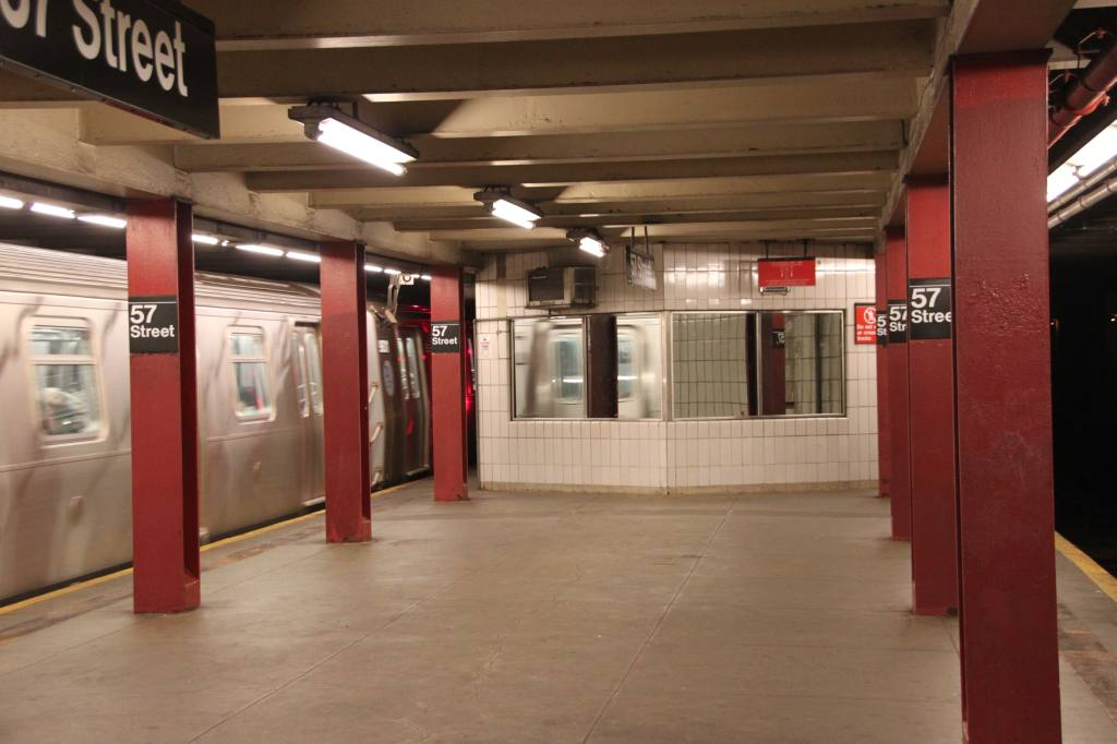 (82k, 1024x682)<br><b>Country:</b> United States<br><b>City:</b> New York<br><b>System:</b> New York City Transit<br><b>Line:</b> IND 6th Avenue Line<br><b>Location:</b> 57th Street <br><b>Photo by:</b> Robbie Rosenfeld<br><b>Date:</b> 6/16/2011<br><b>Notes:</b> Mirrored windows on tower.<br><b>Viewed (this week/total):</b> 2 / 1346