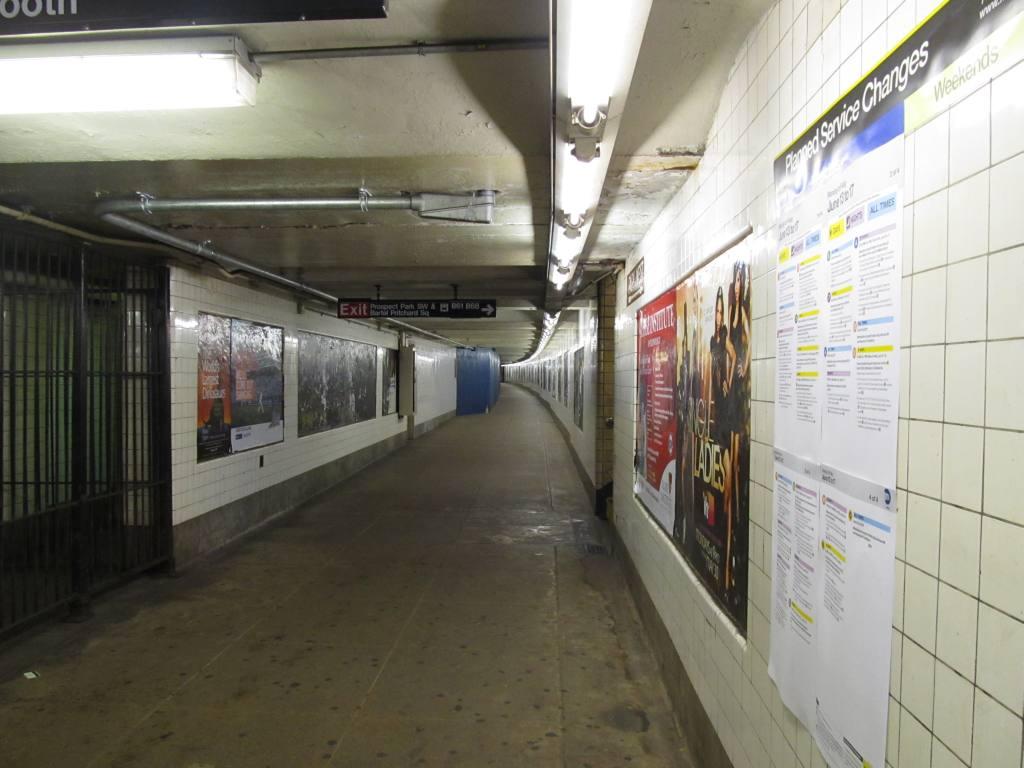 (95k, 1024x768)<br><b>Country:</b> United States<br><b>City:</b> New York<br><b>System:</b> New York City Transit<br><b>Line:</b> IND Crosstown Line<br><b>Location:</b> 15th Street/Prospect Park <br><b>Photo by:</b> Robbie Rosenfeld<br><b>Date:</b> 6/14/2011<br><b>Notes:</b> Mezzanine.<br><b>Viewed (this week/total):</b> 2 / 879