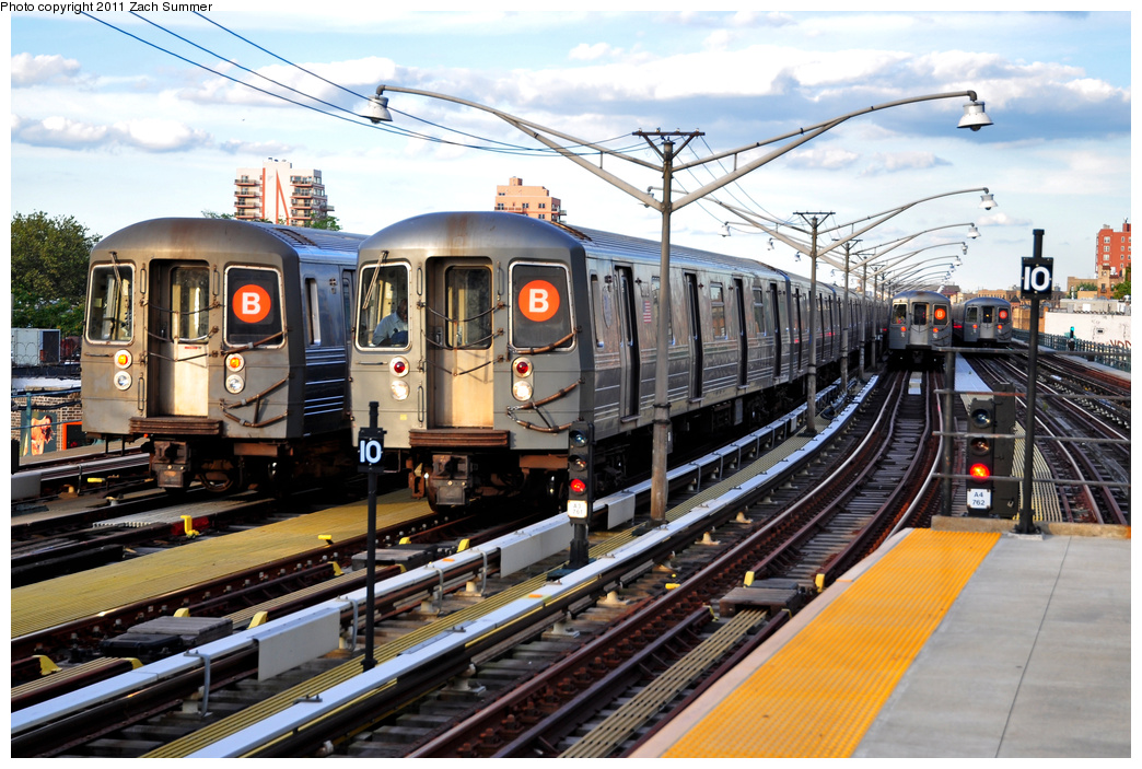 (419k, 1044x703)<br><b>Country:</b> United States<br><b>City:</b> New York<br><b>System:</b> New York City Transit<br><b>Line:</b> BMT Brighton Line<br><b>Location:</b> Ocean Parkway <br><b>Car:</b> R-68A (Kawasaki, 1988-1989)   <br><b>Photo by:</b> Zach Summer<br><b>Date:</b> 7/27/2011<br><b>Notes:</b> L to R, R68A B Layup, R68A 5172 B Yard Move, 2 more R68A B Layups<br><b>Viewed (this week/total):</b> 3 / 1231