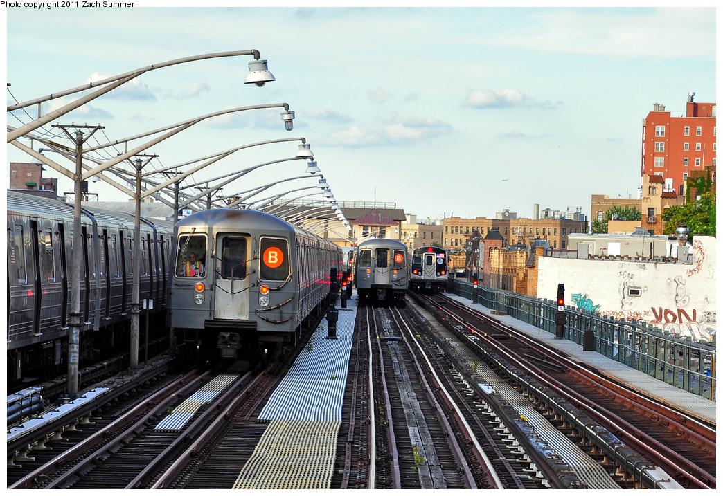 (445k, 1044x717)<br><b>Country:</b> United States<br><b>City:</b> New York<br><b>System:</b> New York City Transit<br><b>Line:</b> BMT Brighton Line<br><b>Location:</b> Ocean Parkway <br><b>Car:</b> R-68A (Kawasaki, 1988-1989)   <br><b>Photo by:</b> Zach Summer<br><b>Date:</b> 7/27/2011<br><b>Notes:</b> L to R R68A B Layup, R68A B Put-In, R160B 9043 on the Q<br><b>Viewed (this week/total):</b> 1 / 977