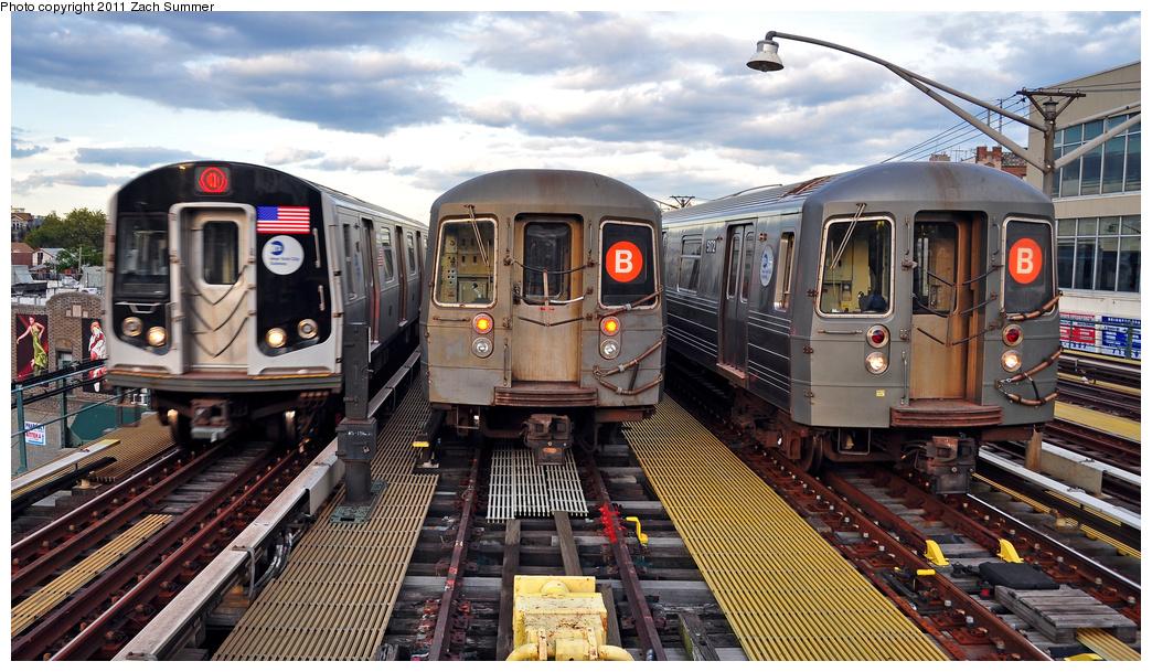 (406k, 1044x609)<br><b>Country:</b> United States<br><b>City:</b> New York<br><b>System:</b> New York City Transit<br><b>Line:</b> BMT Brighton Line<br><b>Location:</b> Ocean Parkway <br><b>Route:</b> Q<br><b>Car:</b> R-160B (Option 1) (Kawasaki, 2008-2009)  9133 <br><b>Photo by:</b> Zach Summer<br><b>Date:</b> 7/27/2011<br><b>Notes:</b> R160B 9133 Q, R68A B Layup, R68A 5172 B Yard Move<br><b>Viewed (this week/total):</b> 2 / 1331